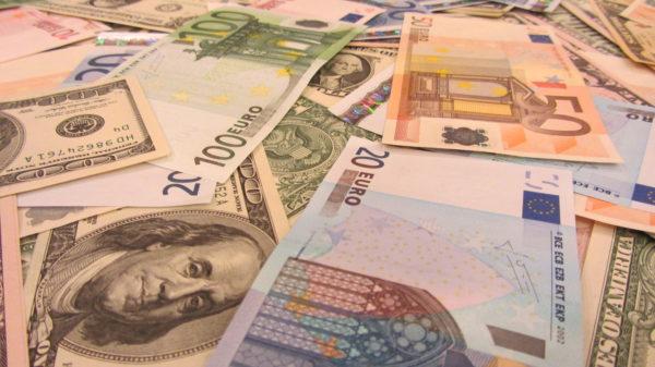 391179_dengi_evro_dollary_4000x2248_(www.GdeFon.ru)