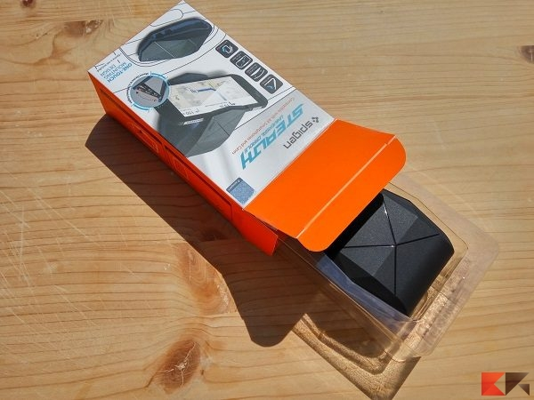 supporto smartphone auto Spigen