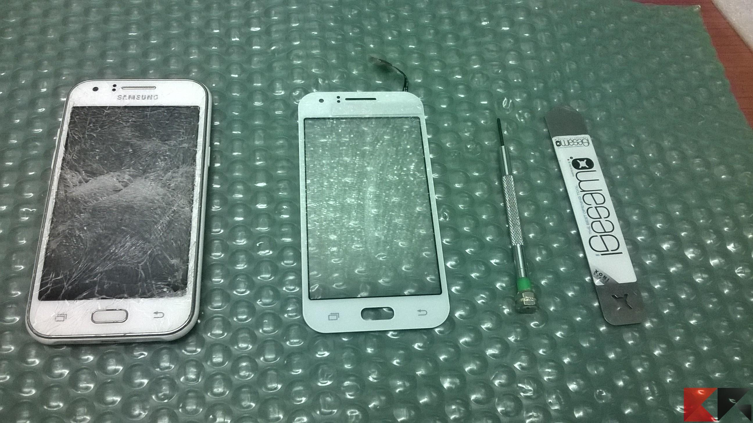 Sostituzione schermo Samsung J1