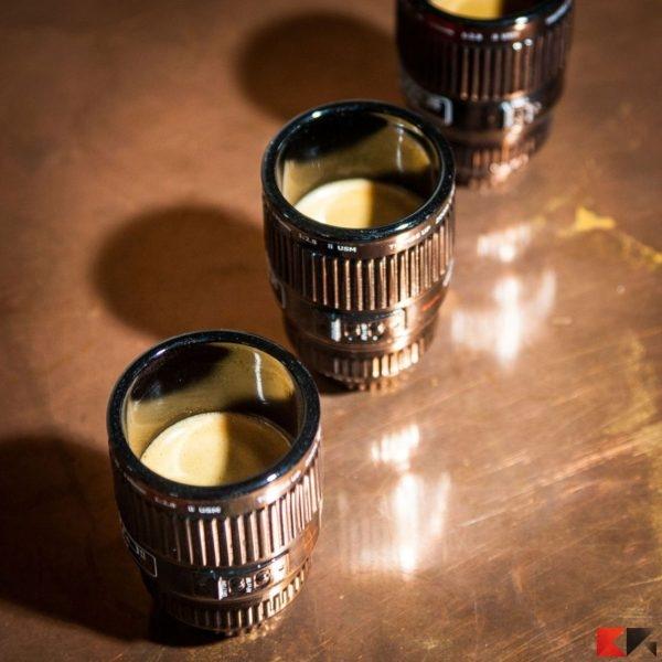 set-espresso-3-tazzine-obiettivo-macchina-fotografica
