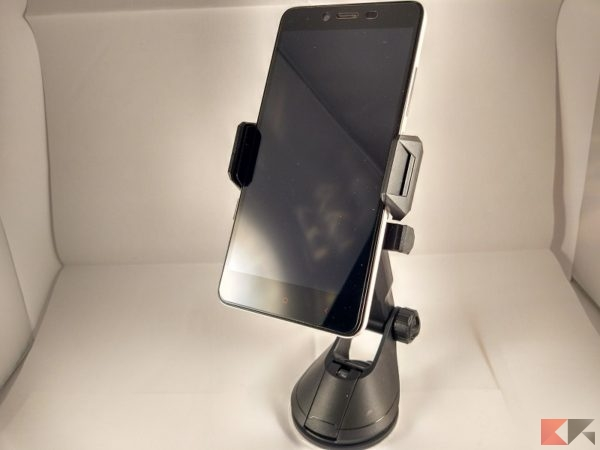 Supporto per smartphone universale Spigen AP12T KuelTM