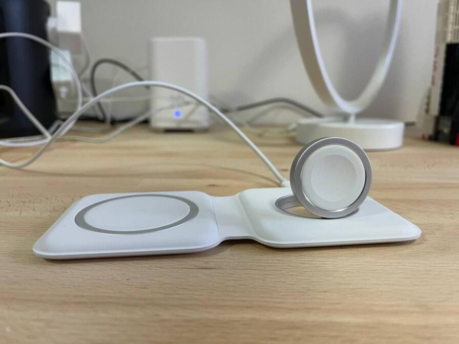 MagSafe Duo Apple