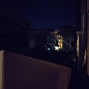 Scatto quasi al buio con fotocamera principale e modalità notte OFF