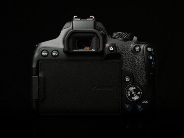 Recensione Canon EOS 850D 03