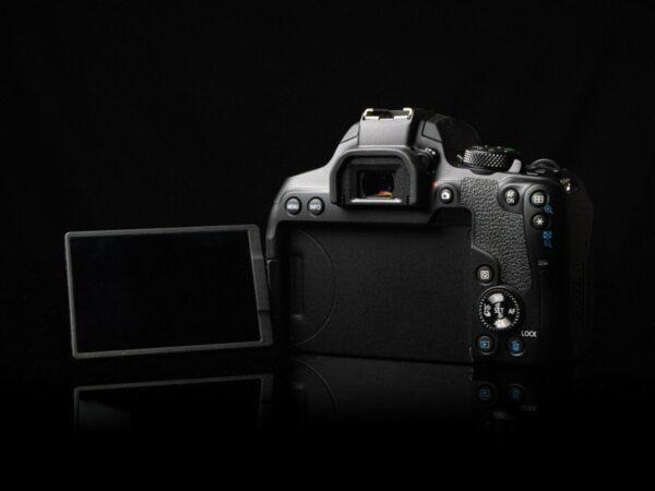 Recensione Canon EOS 850D 09