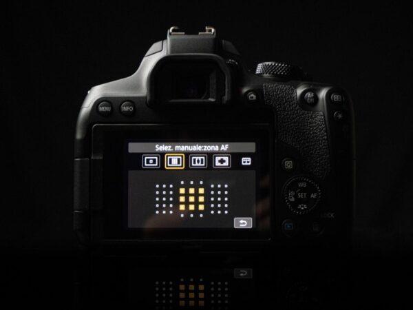 Recensione Canon EOS 850D 11